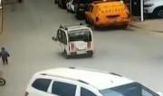 """【视频】父母开车落下儿子,三岁孩子暴走""""千里寻母"""""""