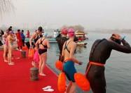 杠赛来!上千名世界选手齐聚大明湖冬泳