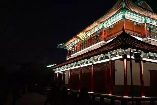 让我带您在济南的夜里走走,我猜您从未见过这样的TA~ - 舜网 - efaced5f6160416bbee2a20fcf7e76d0.jpeg