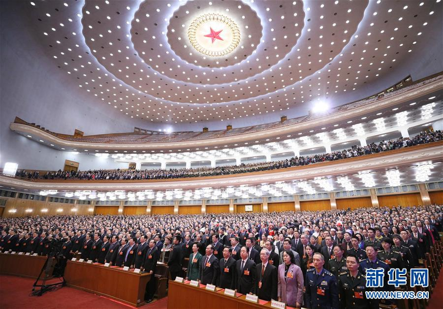 3月20日,第十三届全国人民代表大会第一次会议在北京人民大会堂举行闭幕会。这是代表在唱国歌。 新华社记者 刘卫兵 摄.jpg