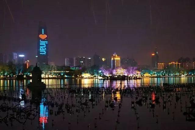 让我带您在济南的夜里走走,我猜您从未见过这样的TA~ - 舜网 - cafdaa45432d49e8b60693a5f06cff9e.jpeg