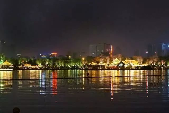 让我带您在济南的夜里走走,我猜您从未见过这样的TA~ - 舜网 - 5cdf026134c64ac4b01c49044a2a034b.jpeg