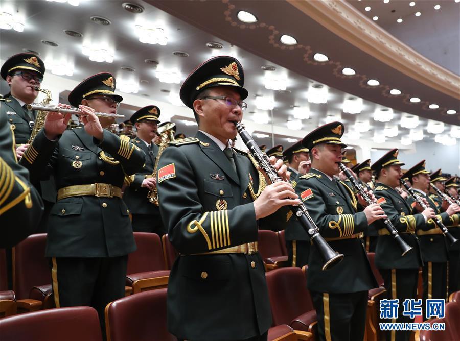 3月20日,第十三届全国人民代表大会第一次会议在北京人民大会堂举行闭幕会。这是军乐团在演奏。新华社记者 丁海涛 摄.jpg