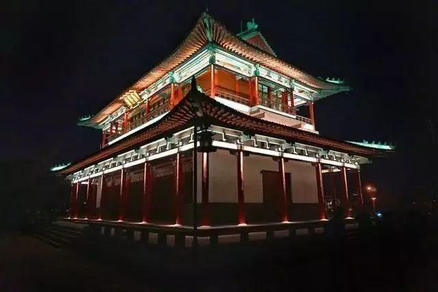让我带您在济南的夜里走走,我猜您从未见过这样的TA~ - 舜网 - ee2e9a398e9b407d826363e5f58a08fa.jpeg