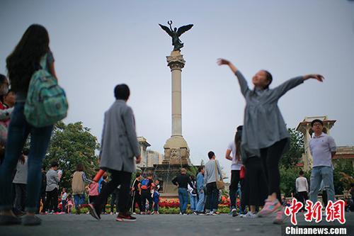 资料图:天津海河畔意式风情街 <a target='_blank' href='http://www.chinanews.com/'>中新社</a>记者 佟郁 摄