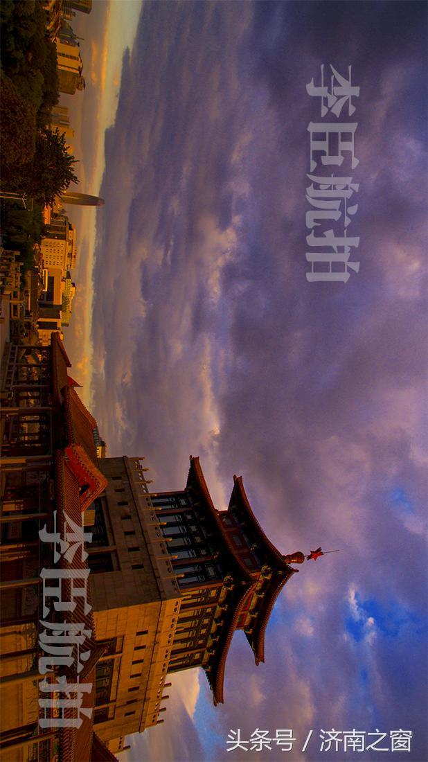 今晨 解放阁被红霞染红 好象解放济南的红旗