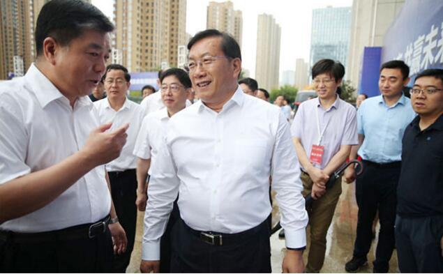 王忠林察看大学生招聘会:广纳天下英才来济南创新创业发展