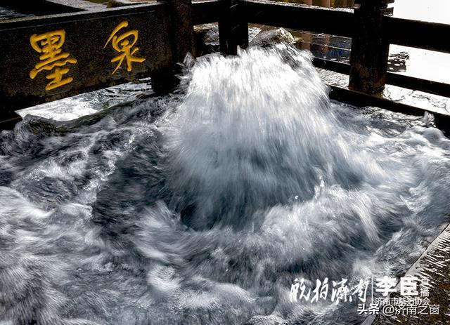 台风过后章丘百脉泉翻腾突起场景壮观震撼