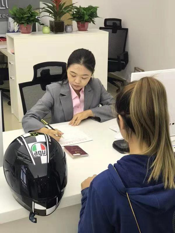 """招引入駐32國簽證申請中心  可代辦100余個國家簽證業務 濟南簽證中心迎來""""首單"""""""