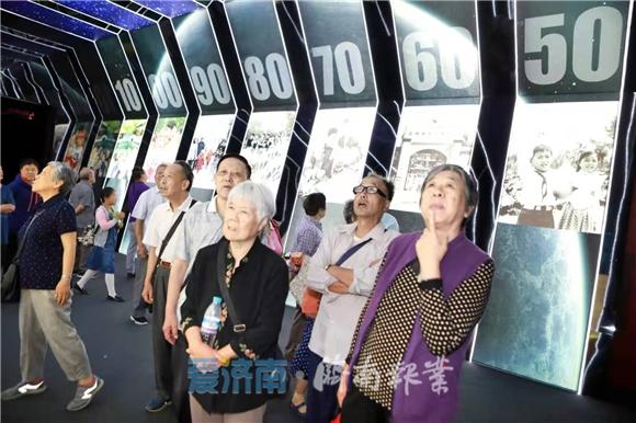 """网上看展丨""""家国同梦70年成就展""""再迎观展高潮 展期延至12日"""
