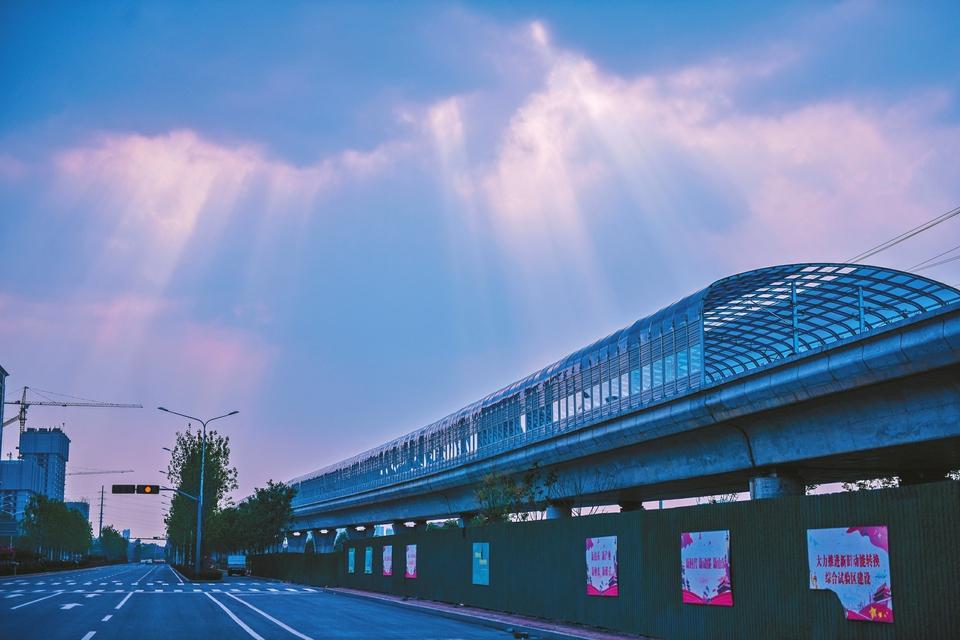 轨交2号线唯一高架轨道主体建成 千米隔音屏障现身