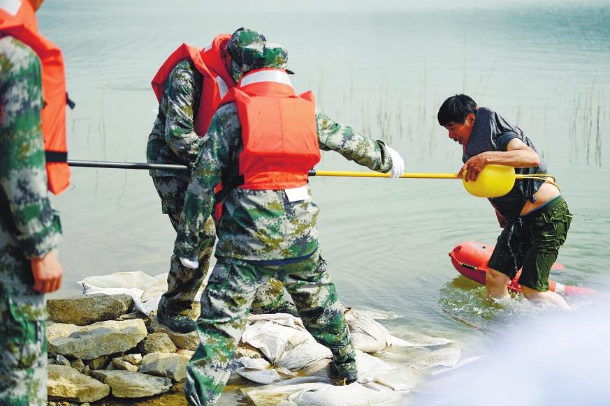 9支队伍400多人演练9个科目 今年首场济南市防汛演练举行