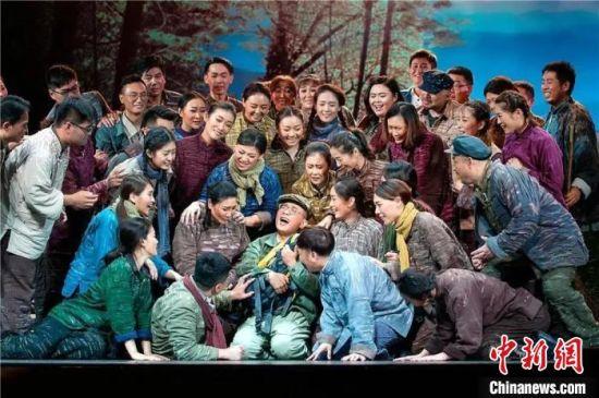 图为民族歌剧《马向阳下乡记》剧照。青岛市歌舞剧院供图