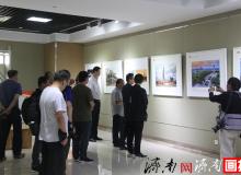 """""""紅色豐碑 光輝歷程""""攝影圖片展第二站在山東省文化館正式展出"""