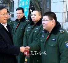 王忠林看望慰问坚持节日生产值班第一线工作人员