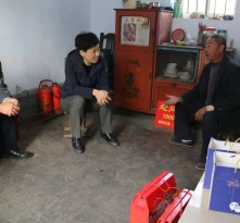 钢城区委副书记、区长郅颂走访慰问百岁老人和失能老人