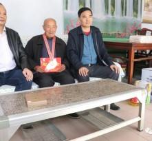 南京金陵商会为钢城区抗美援朝老兵捐献生活物资