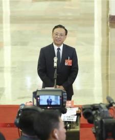 江必新:三方面系列举措保护民营企业和企业家合法权益