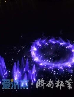 """泉城夜宴:一场梦幻灯光秀 一幅震撼""""动态画卷"""""""