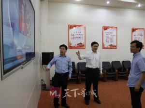 市领导审看《济南新闻》栏目新版包装系统