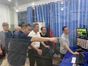 文东河同志检查防汛和安全播出工作