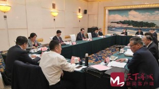 殷鲁谦到槐荫区代表团与代表们一起审议政府工作报告