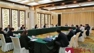 边祥慧到商河县代表团与代表们审议政府工作报告