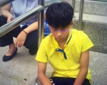 小男孩独自在银行门口过了两夜  他的家人在哪?
