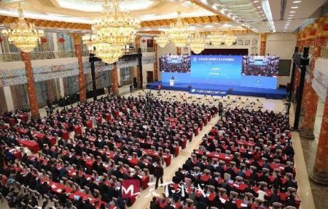 首届全国工商联主席高端峰会在济南开幕