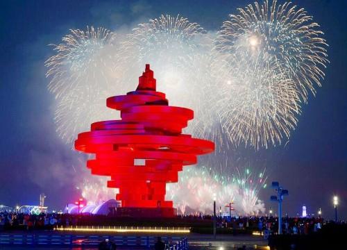 青島舉辦焰火表演 迎跨國公司領導人青島峰會