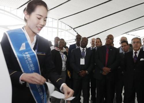 中新社:外国驻华使节参访北京大兴国际机场
