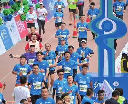 泉力奔跑!濟南首個以城市命名的國際馬拉松開跑