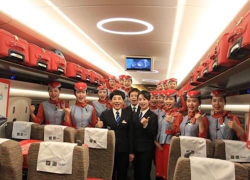 """济南:""""高铁环游齐鲁""""体验列车发车 全程只需6小时"""