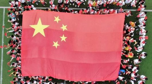 拼國旗擺CHINA 各地學生花式表白祖國