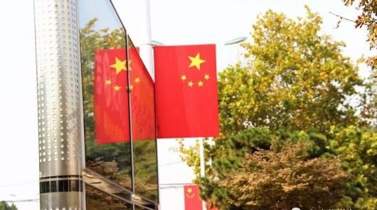 """萊蕪街頭的""""中國紅"""""""