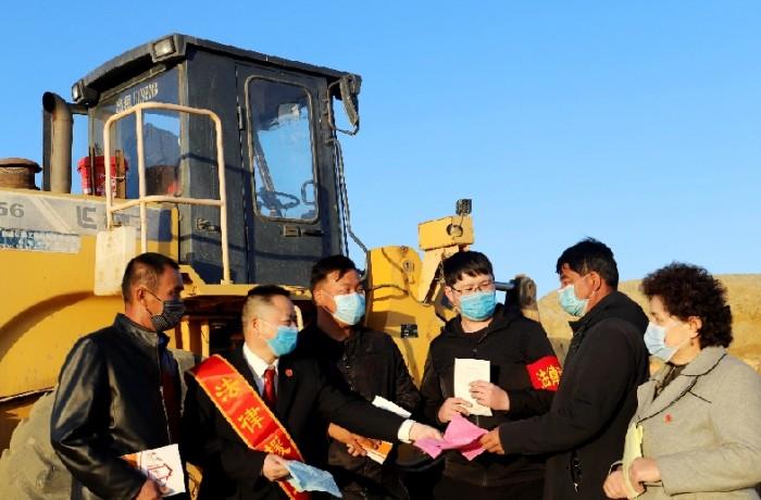 富蕴:法援惠民生 务工有保障