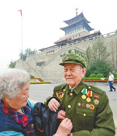 国庆节来临之际 参加过济南战役的22名老兵悼念战友